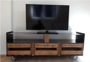 TV Lowboard aus Weinkisten